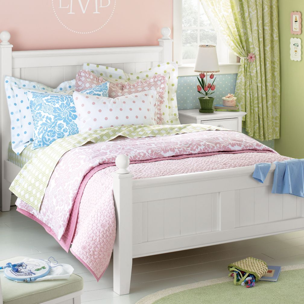 diy by design inspirations for a 10 year old girl 39 s room. Black Bedroom Furniture Sets. Home Design Ideas