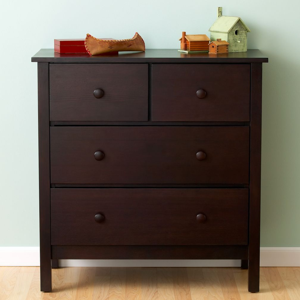From traditional kids bedroom furniture to clean-lined and modern designs, we style kids rooms of every kind. Offering everything from kids bedroom sets, to individual furniture pieces including dressers for sale, Ashley HomeStore is your childrens furniture one-stop shop.