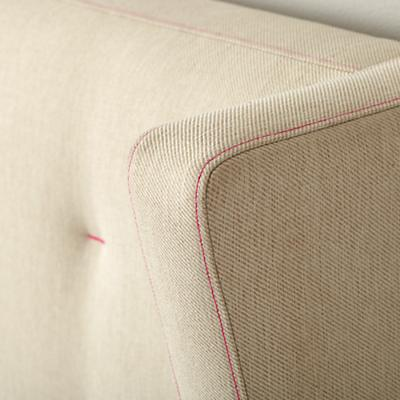 Bed_UPH_Wing_CR_HP_TW_Detail_01