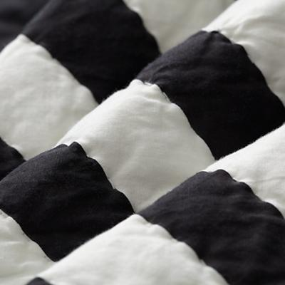 Bedding_Ahmaze_Quilt_Detail_3