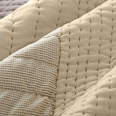 Bedding_Cozy_Contemporary_Details_V11