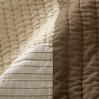 Bedding_Cozy_Contemporary_Details_V8