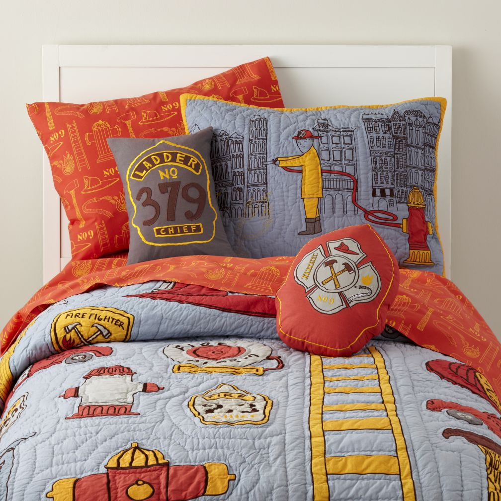 Fire truck bedding totally kids totally bedrooms kids for Fire truck bedroom ideas