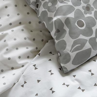 Bedding_Go_Lightly_GY_Details_V7