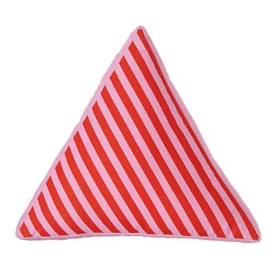Bedding_Pillow_Triangle_PI_389683_LL