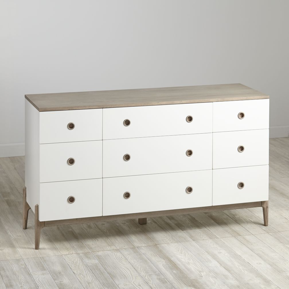 Wrightwood 9-Drawer Dresser