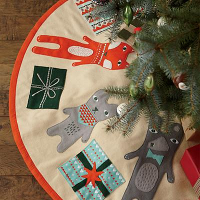 G0427_SP49_Holiday_Helpers_Tree_Skirt