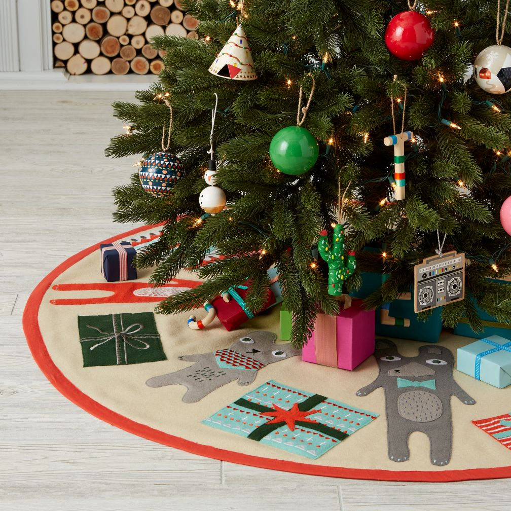 Holiday Helper Tree Skirt