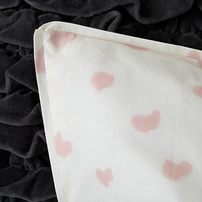 Kid_Hearts_Bedding_Detail_06