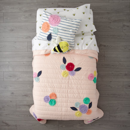- Bees Knees Floral Applique Twin Quilt