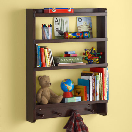 Shelves and wall pegs kids room decor for Wall hooks for kids room