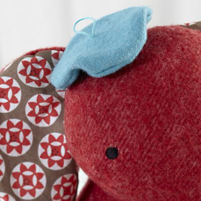 Plush_Wee_Wonder_Elephant_Detail_01