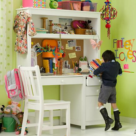 Mrs Maker: Childrens desk from sewing table