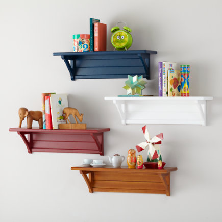 Shelves and wall pegs kids room decor for Wall shelves kids room