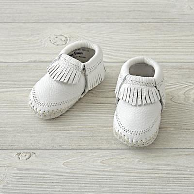 Minnetonka Riley White Baby Bootie Size 2  (3-6 Months)