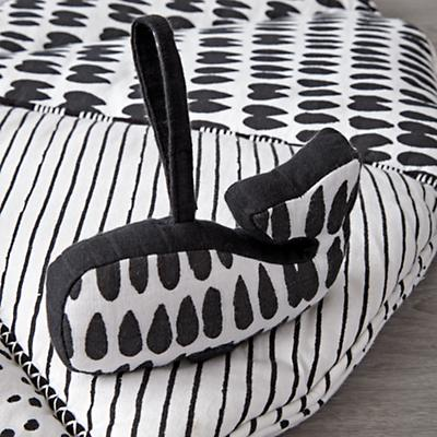 Baby_Toys_Mat_with_Rattles_Black_and_White_Details_V6