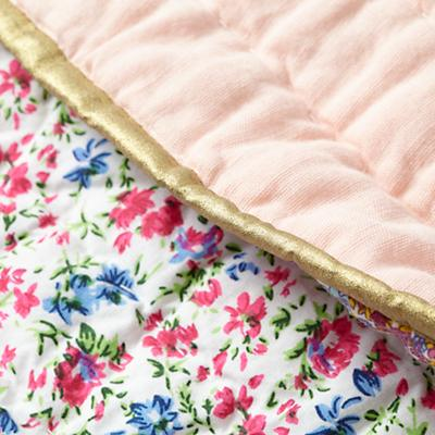 Bedding_CR_Shy_Kitten_Group_Detail_v1