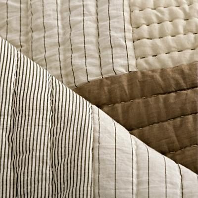 Bedding_Cozy_Contemporary_Details_V7