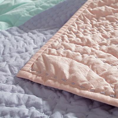 Bedding_Flaming_Quilt_Details_V29