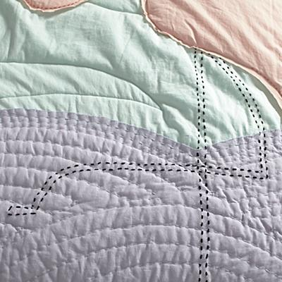 Bedding_Flaming_Quilt_Details_V8