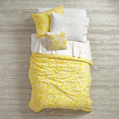 Bedding_Go_Lightly_YE_Group_V1