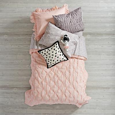 Bedding_Modern_Chic_PI_GY_Group_V3