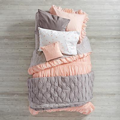 Bedding_Modern_Chic_PI_GY_Group_V4