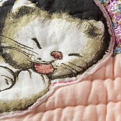 Bedding_Shy_Kitten_Group_Detail_9