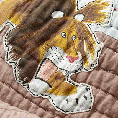 Bedding_Tawny_Lion_Group_Detail_v11