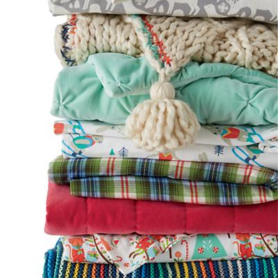 F9928_SP22_Flannel_Bedding_Soft_Stack