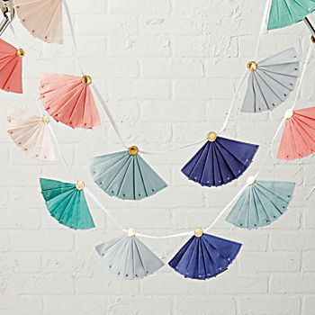 FAN-tastic Fabric Garland
