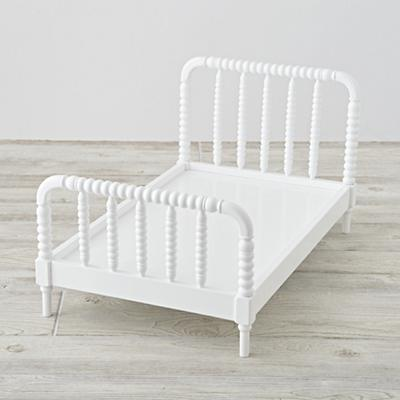 Imaginary_Jenny_Lind_Doll_Bed