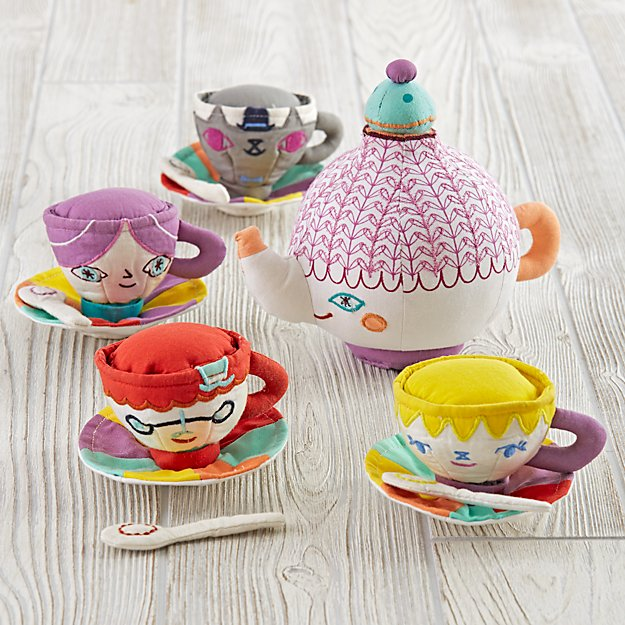 Party Guests Tea Set