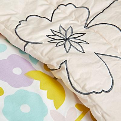 Kids_Bedding_Floral_Suite_Details_v8