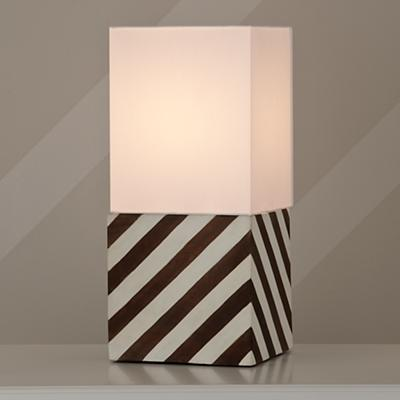 Lamp_Table_WH_Cube_On