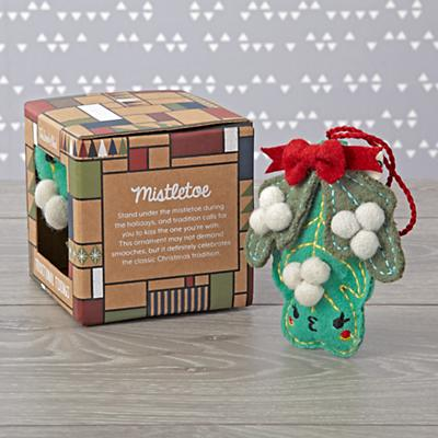 Ornament_Traditional_Mistletoe_Packaging_v1