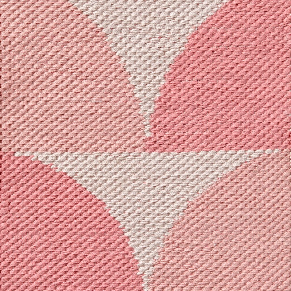 Semi Scallop Pink Rug Swatch
