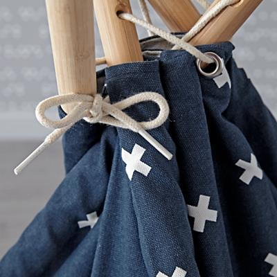 Teepee_Navy_Cross_Print_Cushion_Set_Details_V1