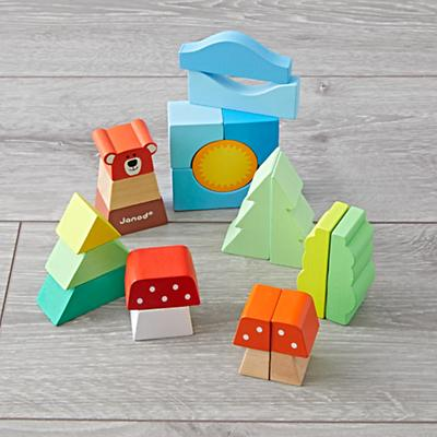 Toddler_Toys_Pull_Along_Trolley_with_Blocks_Detail
